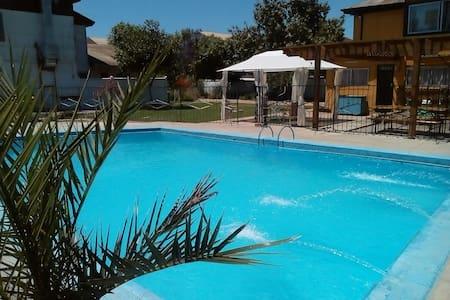 Casa con Piscina, Jardines, Quincho y más - Villa Alemana - House