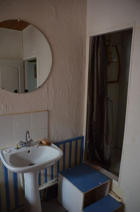 chambre centre ville avec sdb priv e apartments for rent in poitiers aquitaine limousin. Black Bedroom Furniture Sets. Home Design Ideas
