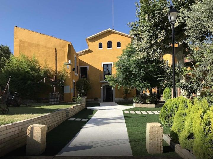 Casa rural para 24 personas cerca de Sitges con piscina privada