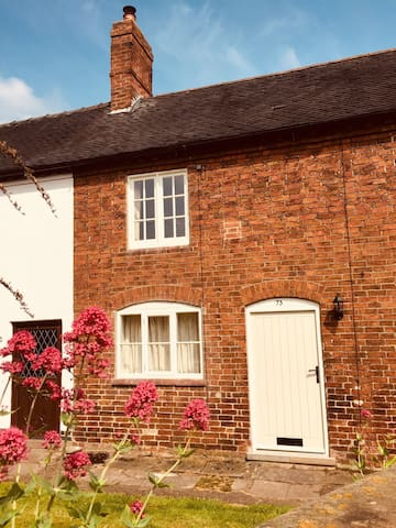 Charming character cottage - 2 bedrooms