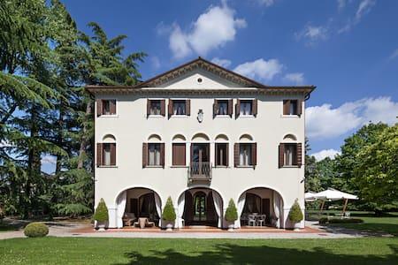 Bed and breakfast in historic Villa Veneta