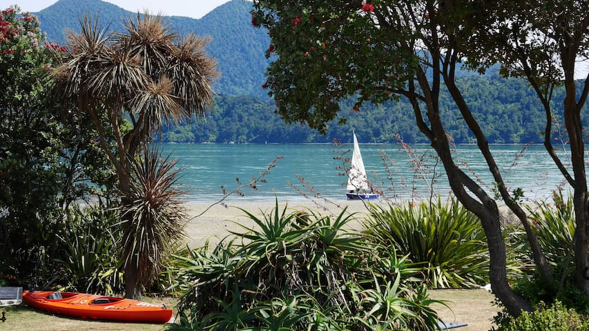 Ohingaroa Bay Cabins at the beach - Mahau Sound