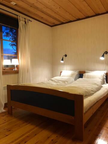 Sovrum 1 med dubbelsäng