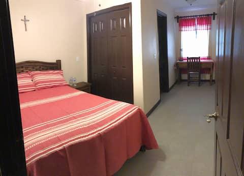 Komfortabelt privat værelse i et helt nyt hjem.