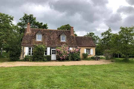Maison Perche 150 km W Paris, charme et confort