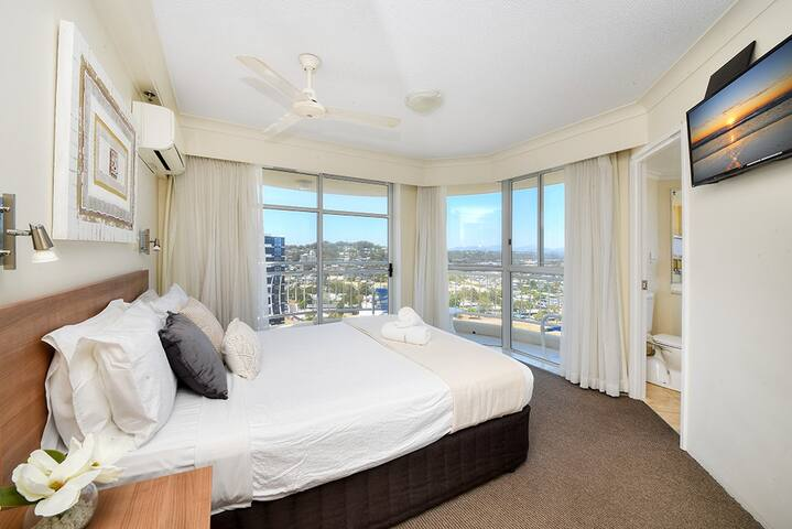 The comfortable air-conditioned Master Queen bedroom features a wall-mounted TV, private balcony with spectacular ocean views and ensuite with private spa bath