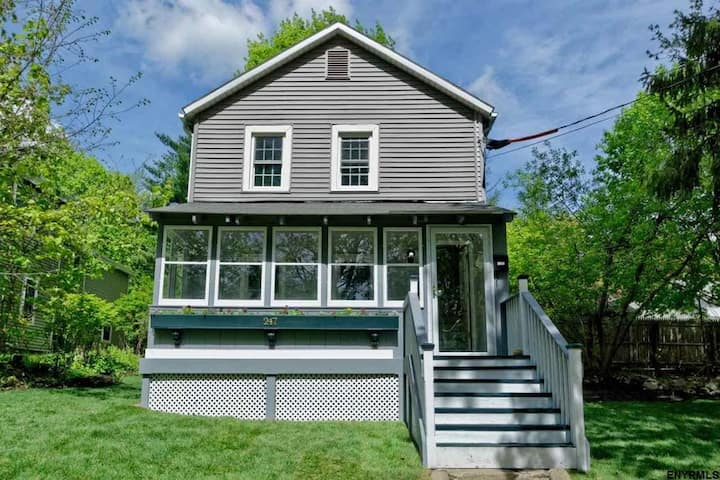 Saratoga Springs Home-Away-From-Home