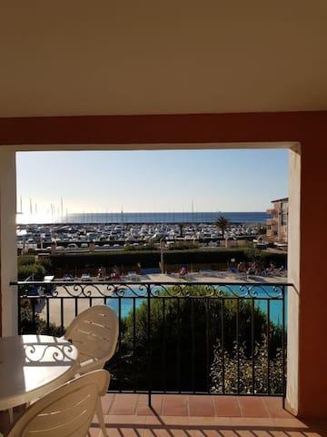Appartement vue sur mer, piscine, 3min de la plage