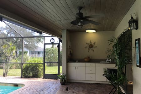 Spacious Waterfront Home with Pool - Coral Springs - Hus