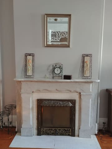 Beautiful historic Lancaster City apartment