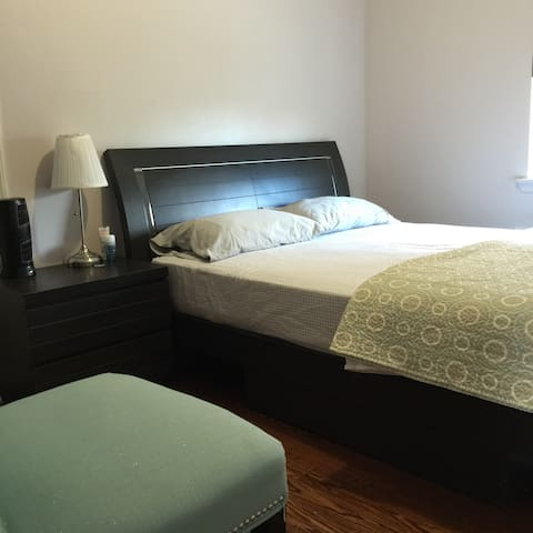 Cozy Private Room w/ 1 Queen Bed - flushing - House