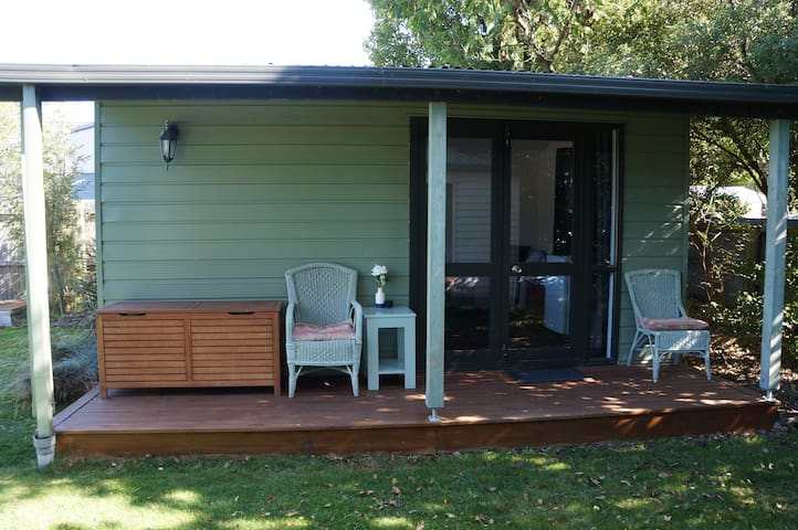 Private outdoor room - convenient location - Christchurch - Guesthouse