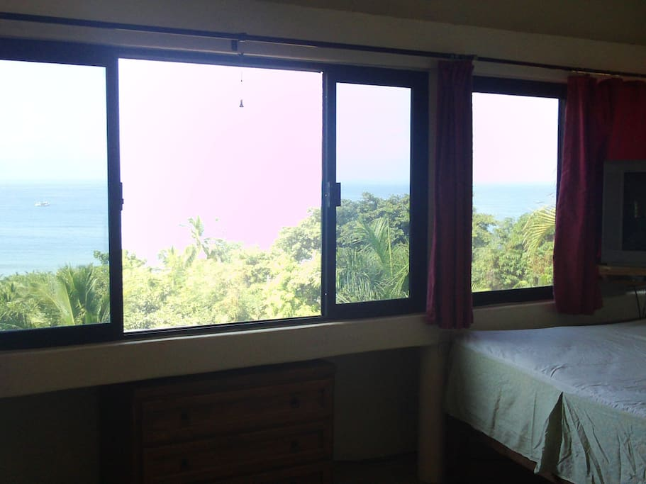 Single bed with view