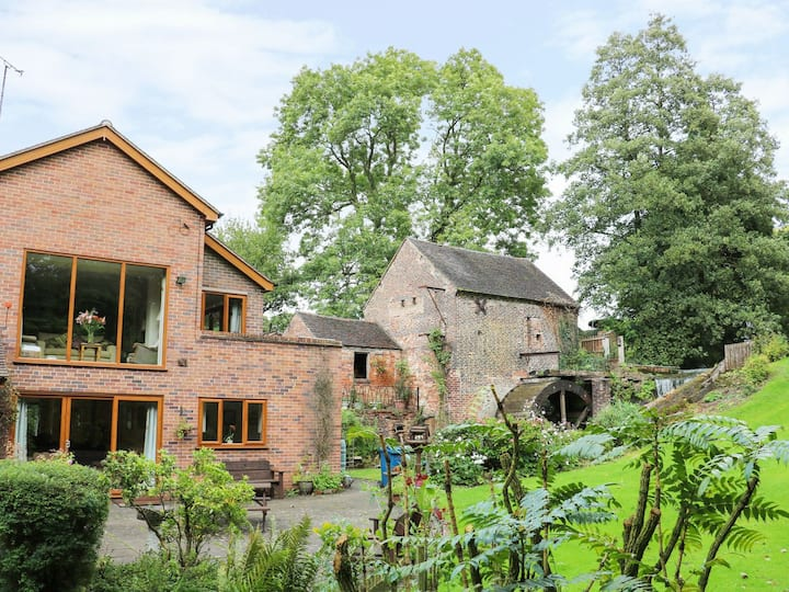 Self Contained Annexe, Watermill Views, Log Burner