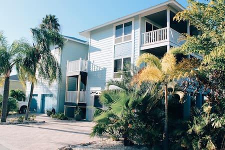 Amazing Beach House!<100yrds to Beach, Bay & Parks