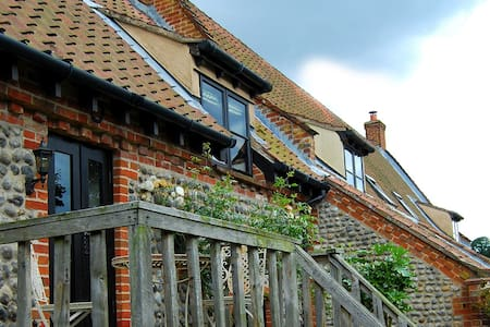 Traditional brick and flint Norfolk cottage - Norfolk