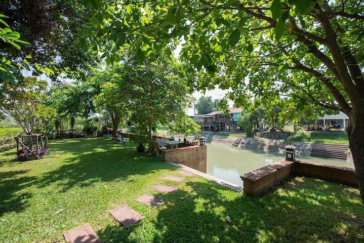 Phuttal Residence : Double room river view