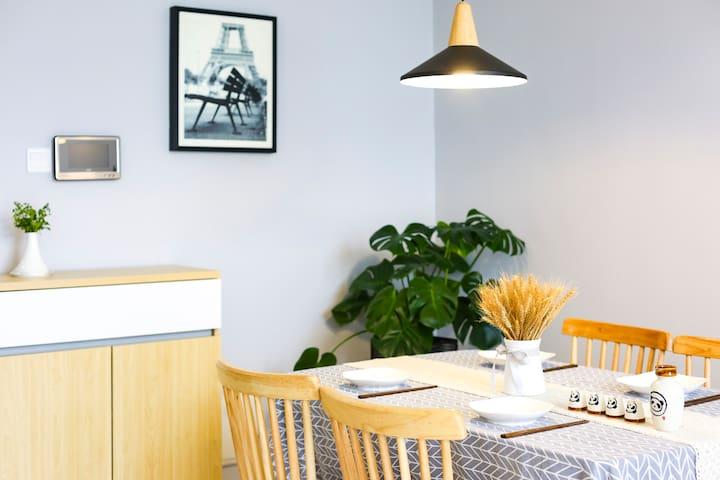 【大理高铁站】-【洱海公园】大理港对面的北欧风精装【Loft】公寓~【4.8米高度超大落地窗】
