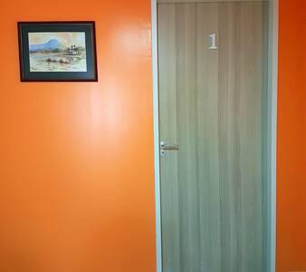 [Room 1] Tenom Town Centre @ Therami Homestay