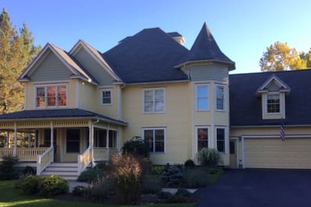 The Big Yellow House (BYH) Guest Apartment - Trumansburg