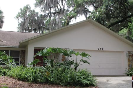Cozy Riverfront Home with Boat Dock - Inglis - Casa