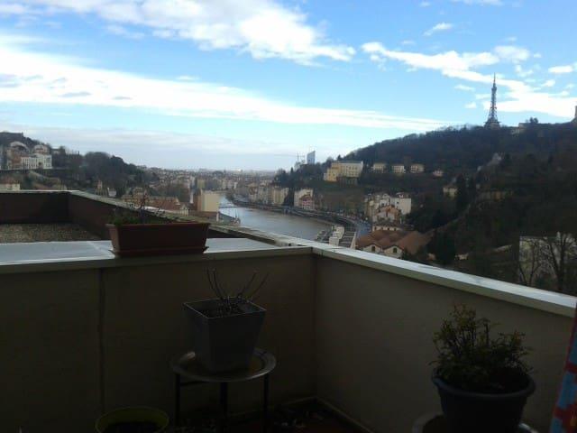 Coquet et calme avec terrasse et magnifique vue ! - Lyon-9E-Arrondissement - Daire
