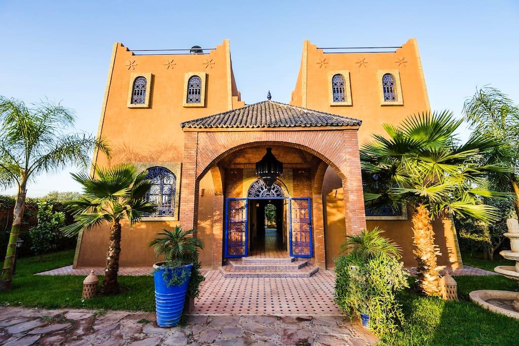 Villa avec piscine dar yamna villas louer for Villa avec piscine a marrakech