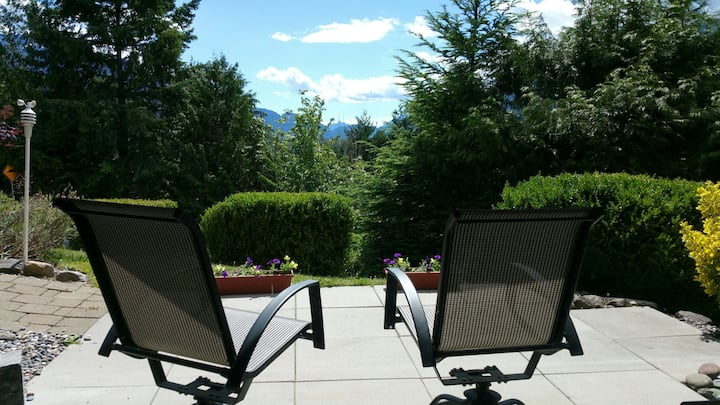 Spacious 2 bedroom Suite in Garibaldi Highlands