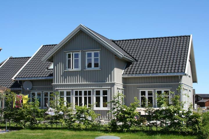 Stor enebolig fantastisk utsikt til Kalvellfjorden - Lillesand - Rumah