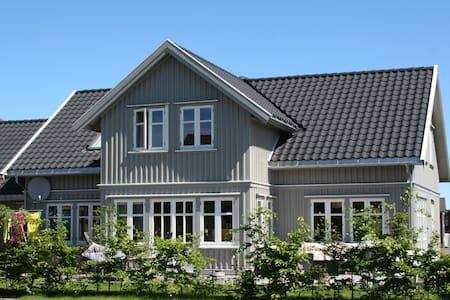 Stor enebolig fantastisk utsikt til Kalvellfjorden - Lillesand - Casa