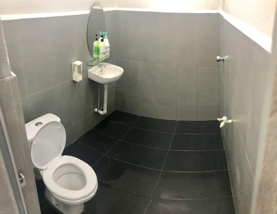 1 toilet