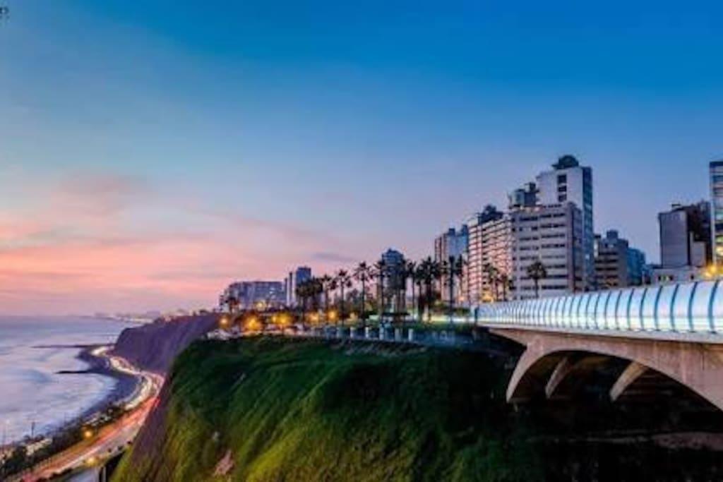A 1 cuadra del malecón de Miraflores, Club Terrazas, Puente Villena y a 3 LarcoMar.