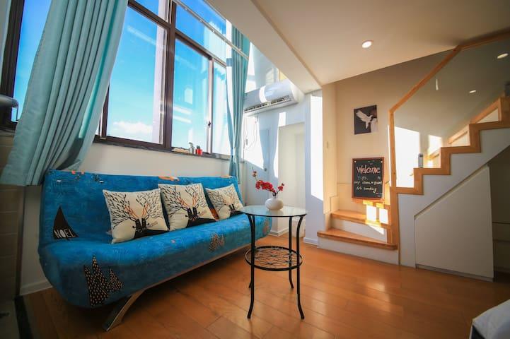 【月色真美】新国展|外滩|迪士尼| 浪漫满屋 可住2-5人 loft公寓