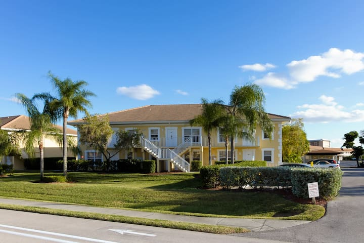 Waterfront Tropical Oasis - Cape Coral - Lejlighed