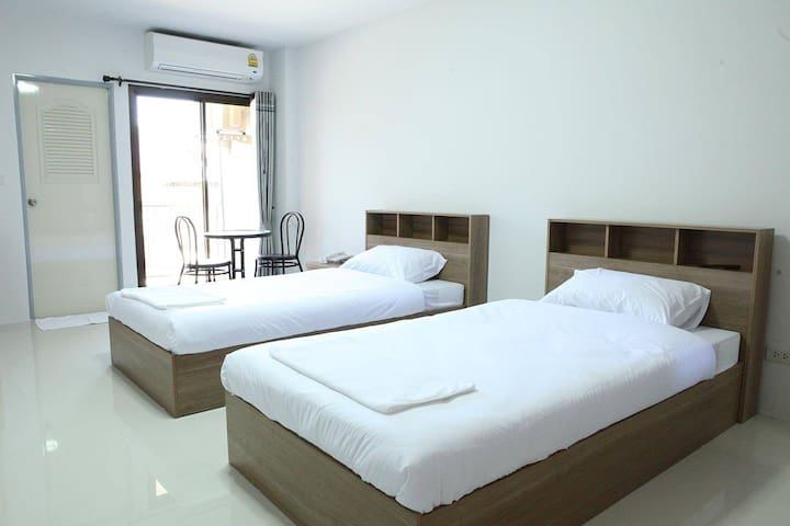 Spacious and comfortable room, Downtown.