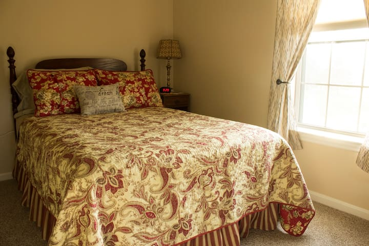 Antique Room - double bed
