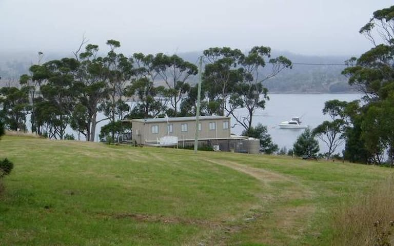 Waterfront Getaway on 12 acres - Pontypool - Huis
