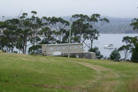Waterfront Getaway on 12 acres - Pontypool - Maison