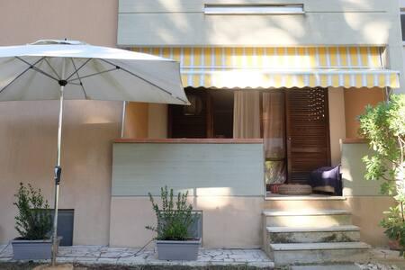 Delizioso appartamento con giardino - Marina di Grosseto - Byt