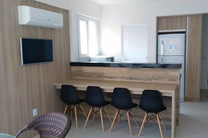 Apartamento 2 Dorm, a 100m do mar com garagem