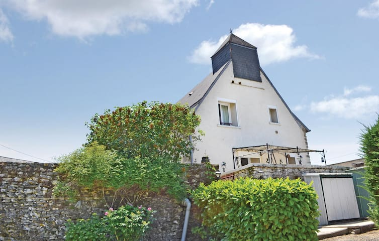 Holiday cottage with 2 bedrooms on 120 m² in Ladornac