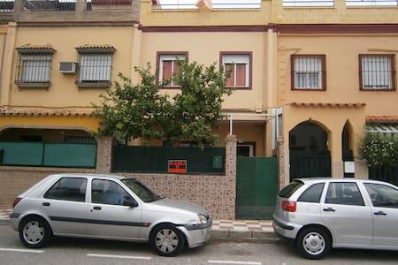 Casa céntrica a 5 km de Sevilla - Bormujos - House