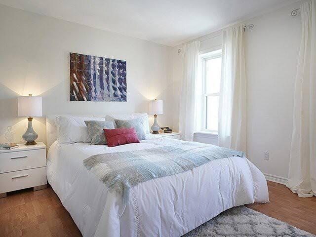 The Original 416 - Cozy living along Bloor West