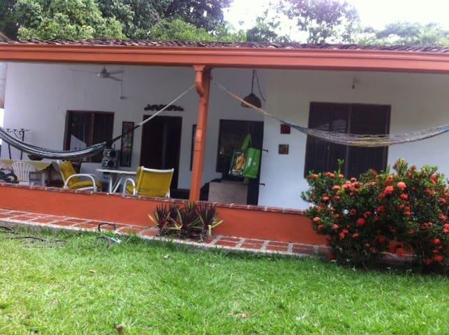 Alquilo Cabaña campestre a 70 kms de Medellin.