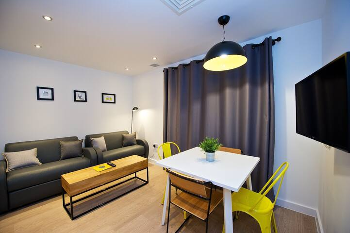 OneBedroom Apartment Sleeps 3 in Newhall Square Birmingham