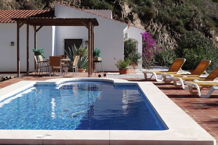 Villa with ensuite bathrooms, private pool and stunning views, 10km from sea