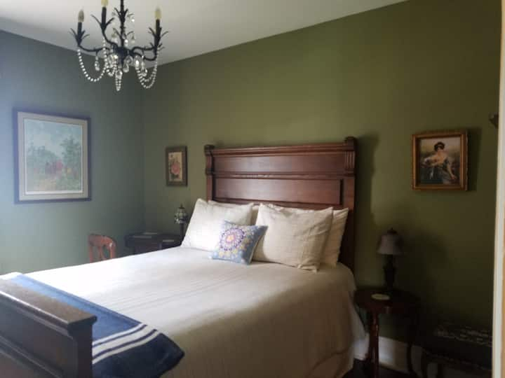 The Elm Suite at The Marie Bed and Breakfast