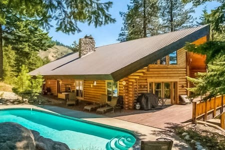 Country Lodge With Private Pool