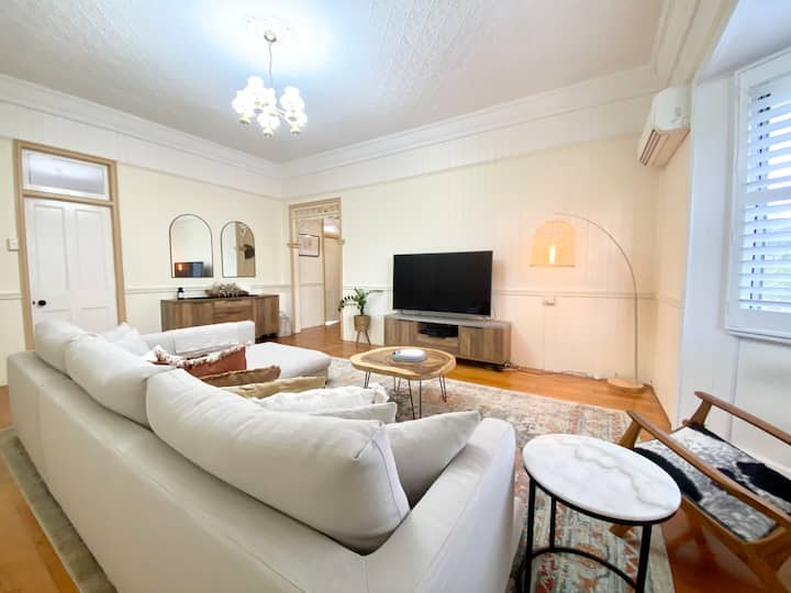 Spacious Queenslander - 600m From Beef Week
