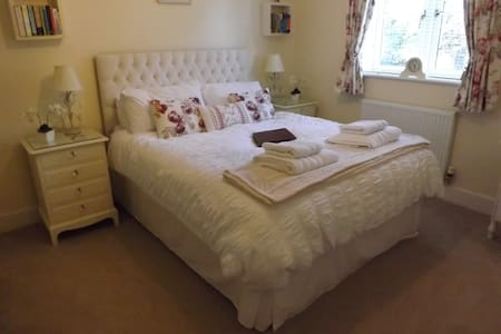Cotswolds, nr Bourton on the water, King Size Room - Hus